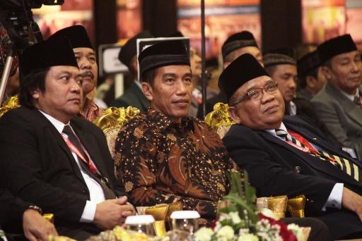 Jokowi (Tengah) - Ketum DPP LDII (Kanan)